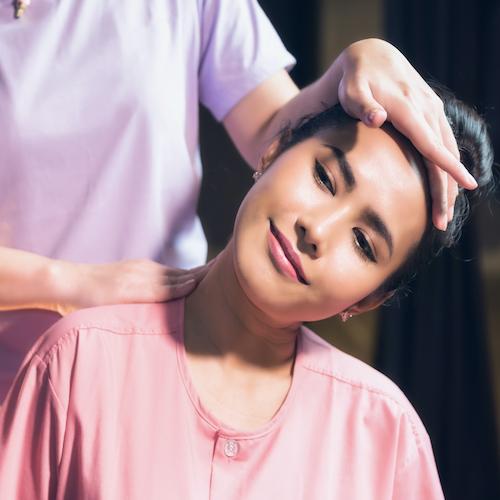 Thai nyak-, váll-, hátmasszázs